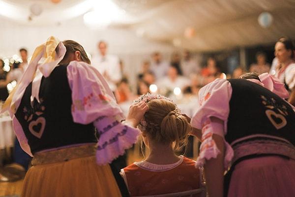 Svatební tradice aneb jak si pojistit lásku a štěstí v manželství ... e3f4de6c3f