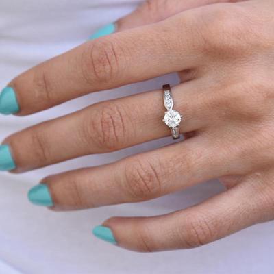 828049ec1 Zásnubní prsten s diamantem Mita Zásnubní prsteny s diamanty
