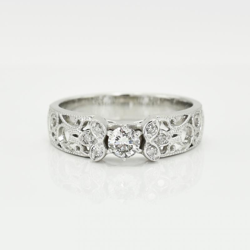 8de645bcc Vintage diamantový zásnubní prsten Katniss s GIA diamantem | Eppi.cz
