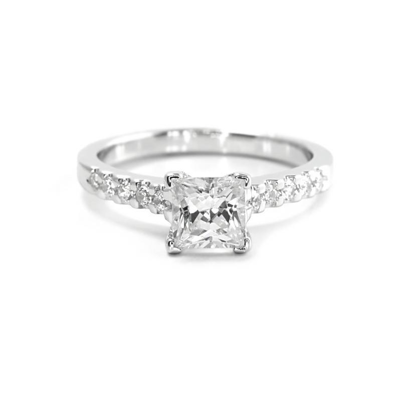 Zásnubní prsten s princess diamantem a bočními diamanty Dustin  b648c9a166d