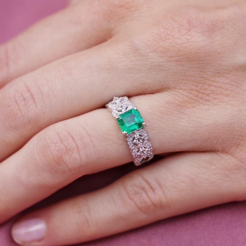 bebcda104 Luxusní zlatý prsten se smaragdem a diamanty Imani | Eppi.cz
