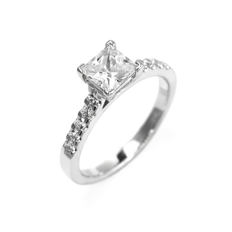 Zasnubni Prsten S Princess Diamantem A Bocnimi Diamanty Dustin Eppi Cz