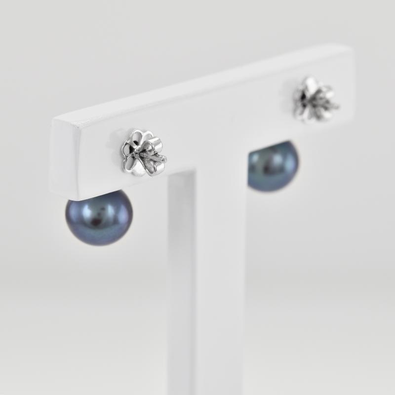 ... Černé sladkovodní perly v náušnicích s diamanty Dinah ... e4d0fd58ae7