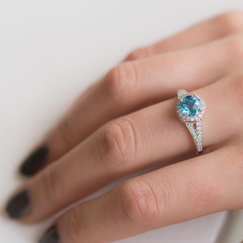 110e914fe Stříbrný prsten s topazem a zirkony Alyf | Eppi.cz