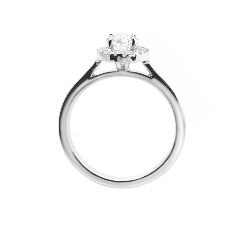 Romantický zásnubní prsten s oválným diamantem Chastity  9720fbfe365