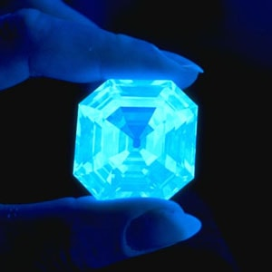 Fluorescence diamantů